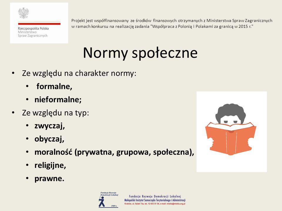 Ze względu na charakter normy: formalne, nieformalne; Ze względu na typ: zwyczaj, obyczaj, moralność (prywatna, grupowa, społeczna), religijne, prawne.