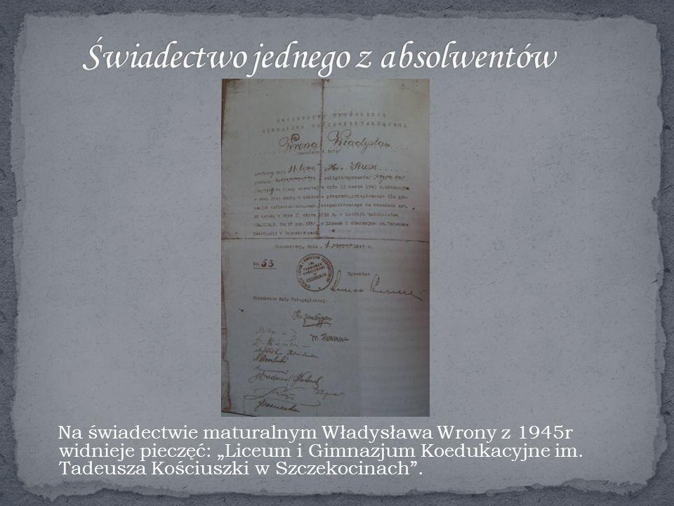 """Na świadectwie maturalnym Władysława Wrony z 1945r widnieje pieczęć: """"Liceum i Gimnazjum Koedukacyjne im."""
