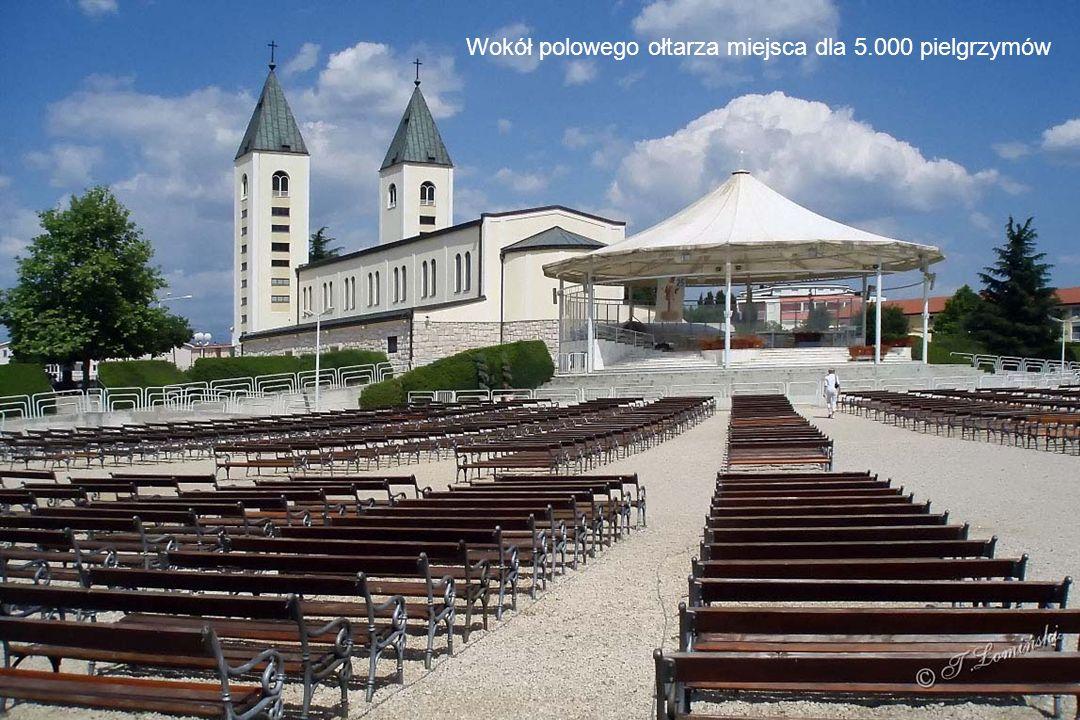 W centrum miejscowości kościół pw. św. Jakuba