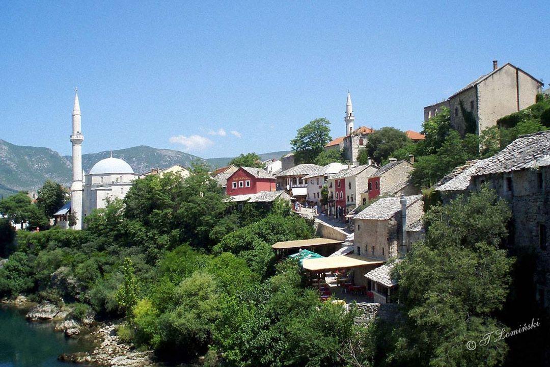 Nowa wieża katolickiego kościoła pw. św. Piotra i Pawła w zachodniej części Mostaru