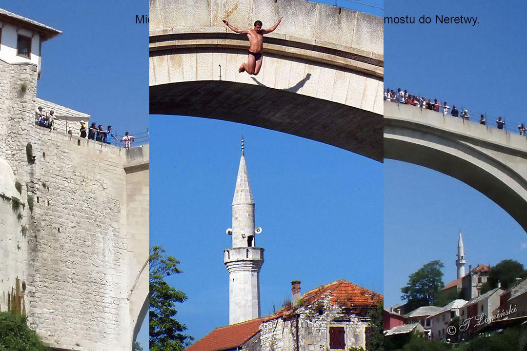Sztandarowym zabytkiem miasta jest XVI-wieczny kamienny Stary Most.