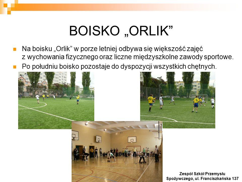 """BOISKO """"ORLIK Na boisku """"Orlik w porze letniej odbywa się większość zajęć z wychowania fizycznego oraz liczne międzyszkolne zawody sportowe."""