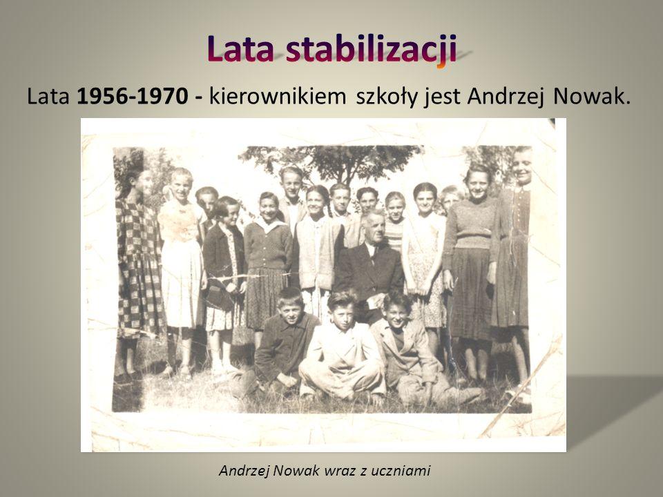 Lata 1956-1970 - kierownikiem szkoły jest Andrzej Nowak. Andrzej Nowak wraz z uczniami