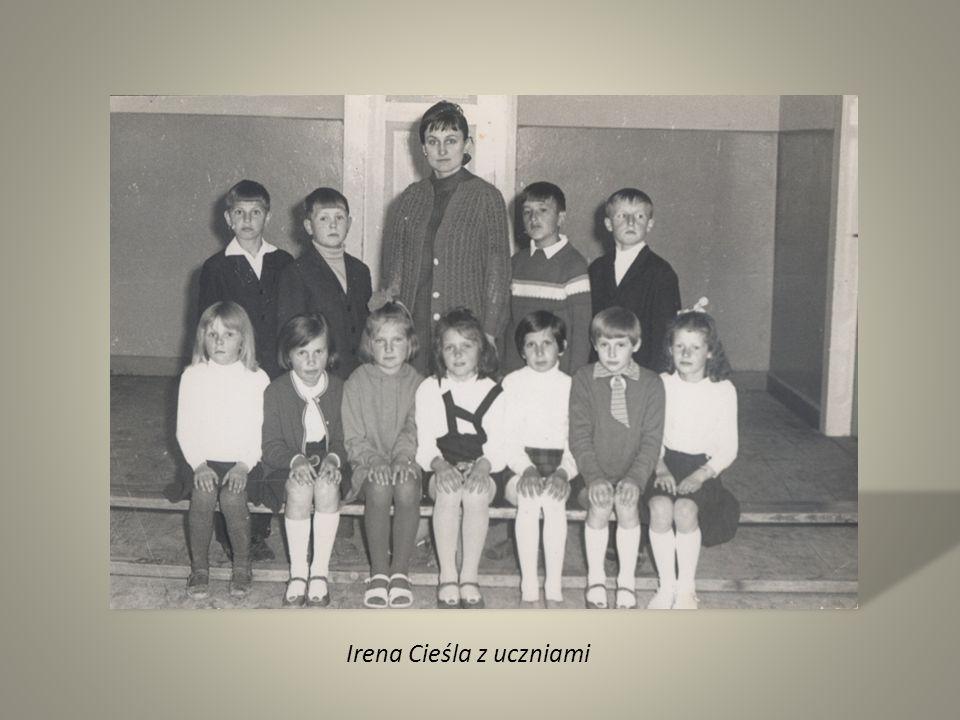 Irena Cieśla z uczniami