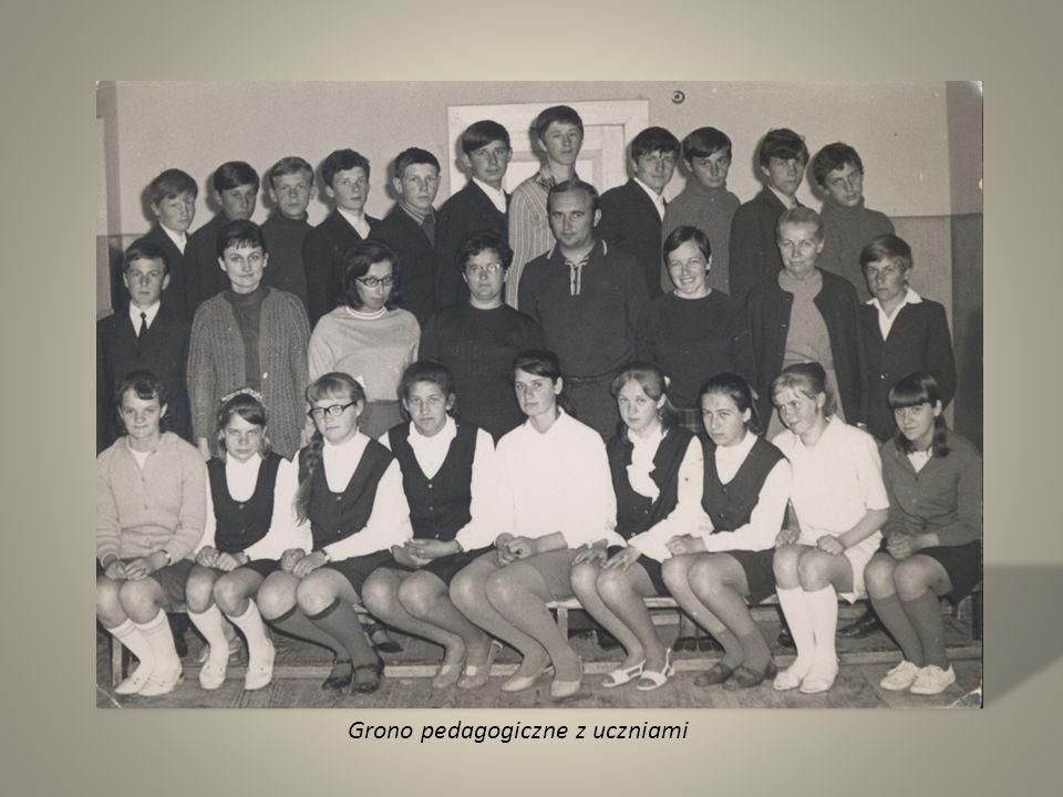 Grono pedagogiczne z uczniami