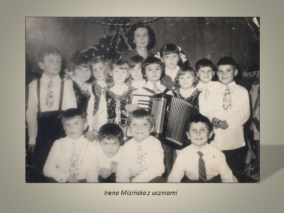 Irena Mizińska z uczniami