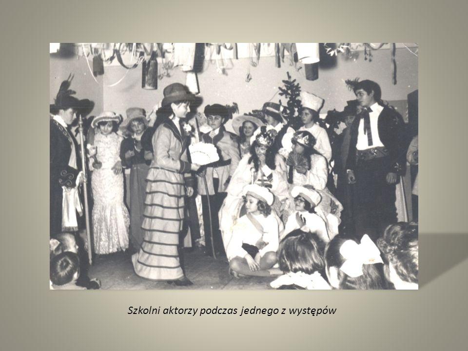 Szkolni aktorzy podczas jednego z występów