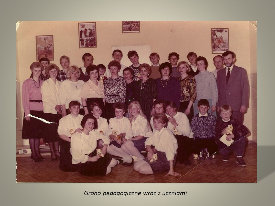 Grono pedagogiczne wraz z uczniami