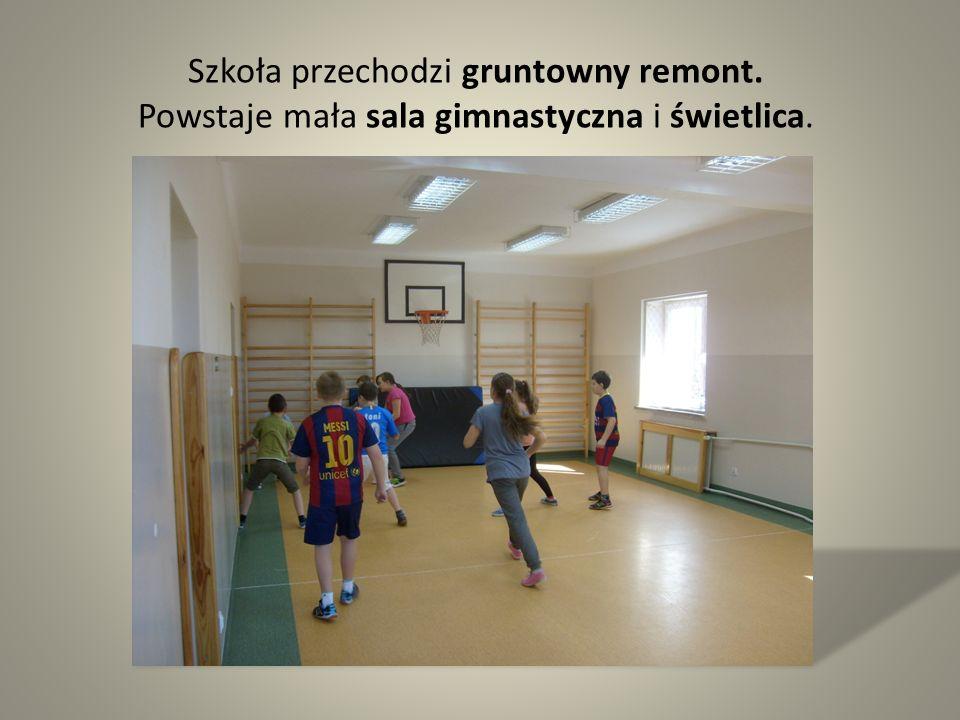 Szkoła przechodzi gruntowny remont. Powstaje mała sala gimnastyczna i świetlica.