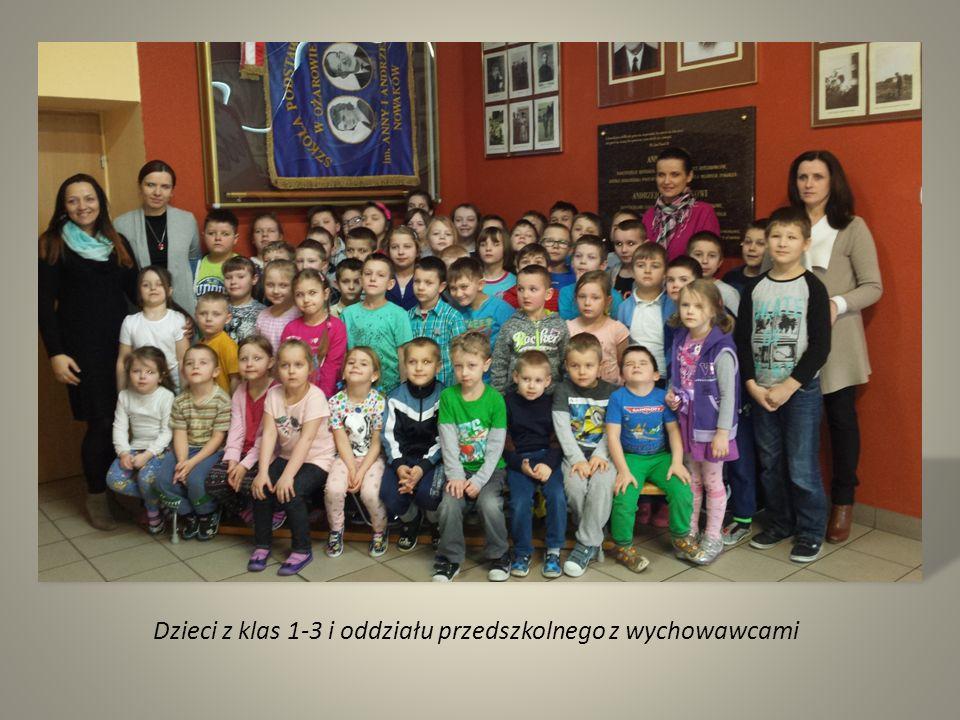 Dzieci z klas 1-3 i oddziału przedszkolnego z wychowawcami