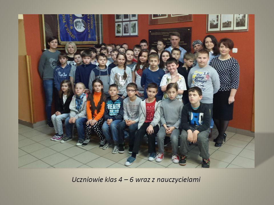 Uczniowie klas 4 – 6 wraz z nauczycielami