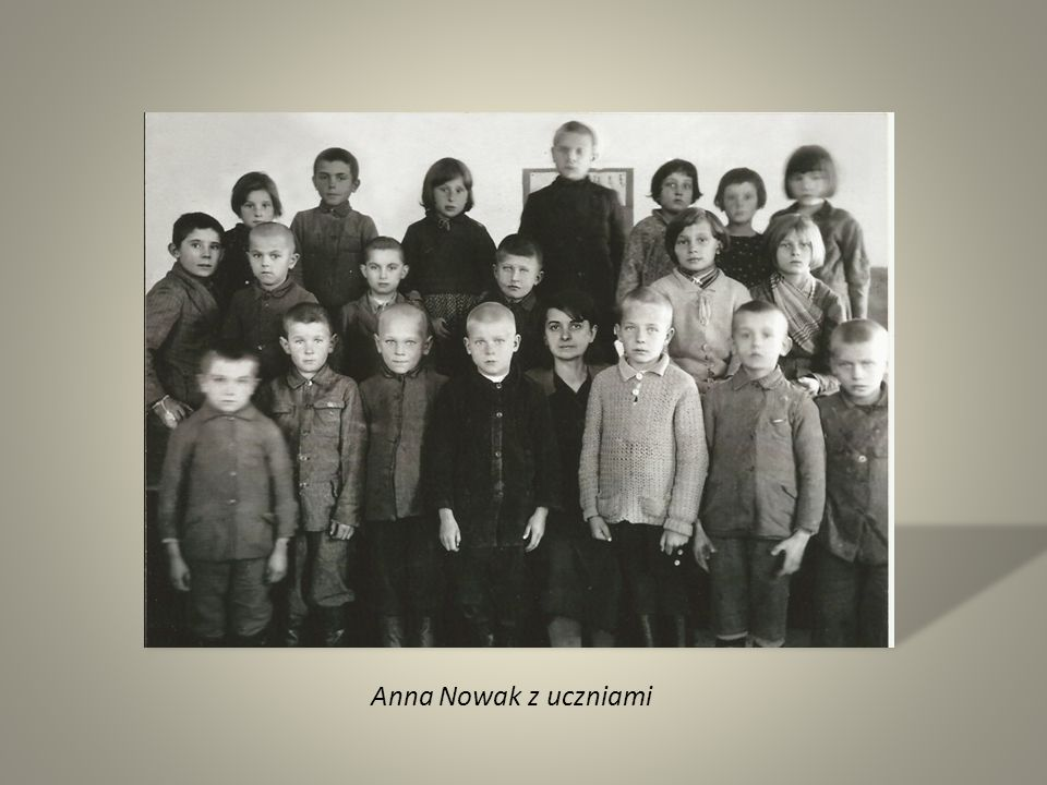 Anna Nowak z uczniami