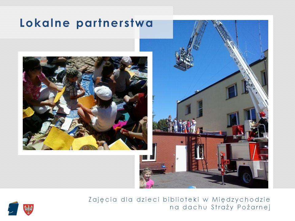 Zajęcia dla dzieci biblioteki w Międzychodzie na dachu Straży Pożarnej Lokalne partnerstwa