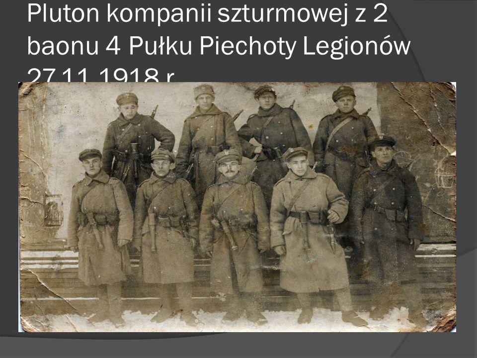 Przed komendą 4 pułku piechoty Legionów Polskich