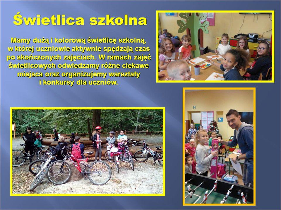 """Oferujemy dzieciom dobrze wyposażoną salę zabaw oraz plac zabaw w ramach rządowego programu """" Radosna Szkoła ."""
