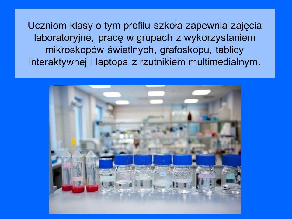 Uczniom klasy o tym profilu szkoła zapewnia zajęcia laboratoryjne, pracę w grupach z wykorzystaniem mikroskopów świetlnych, grafoskopu, tablicy intera