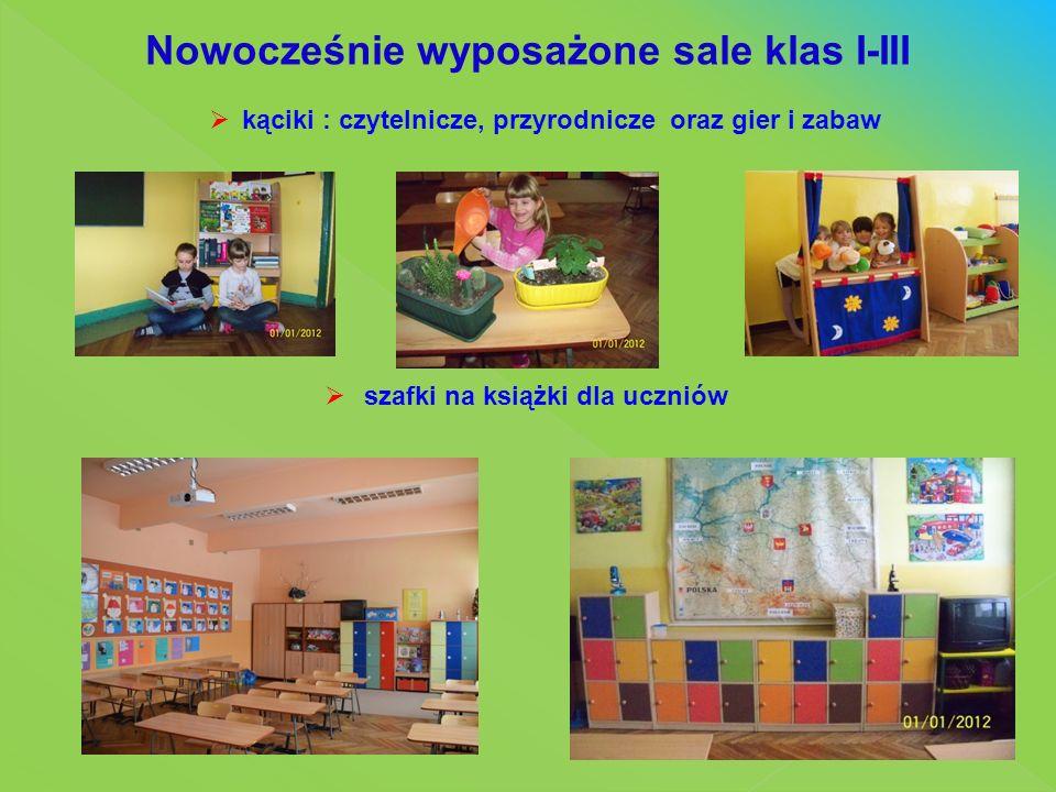 Nowocześnie wyposażone sale klas I-III  kąciki : czytelnicze, przyrodnicze oraz gier i zabaw  szafki na książki dla uczniów