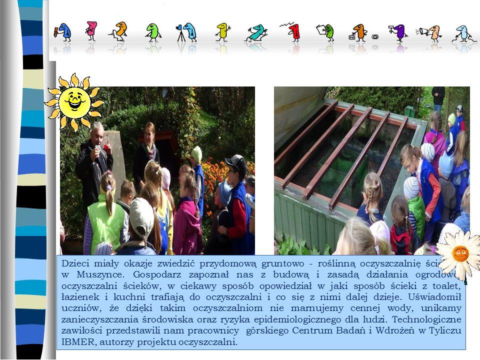 Dzieci miały okazje zwiedzić przydomową gruntowo - roślinną oczyszczalnię ścieków w Muszynce.