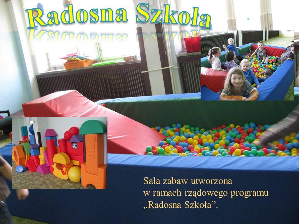 """Sala zabaw utworzona w ramach rządowego programu """"Radosna Szkoła""""."""