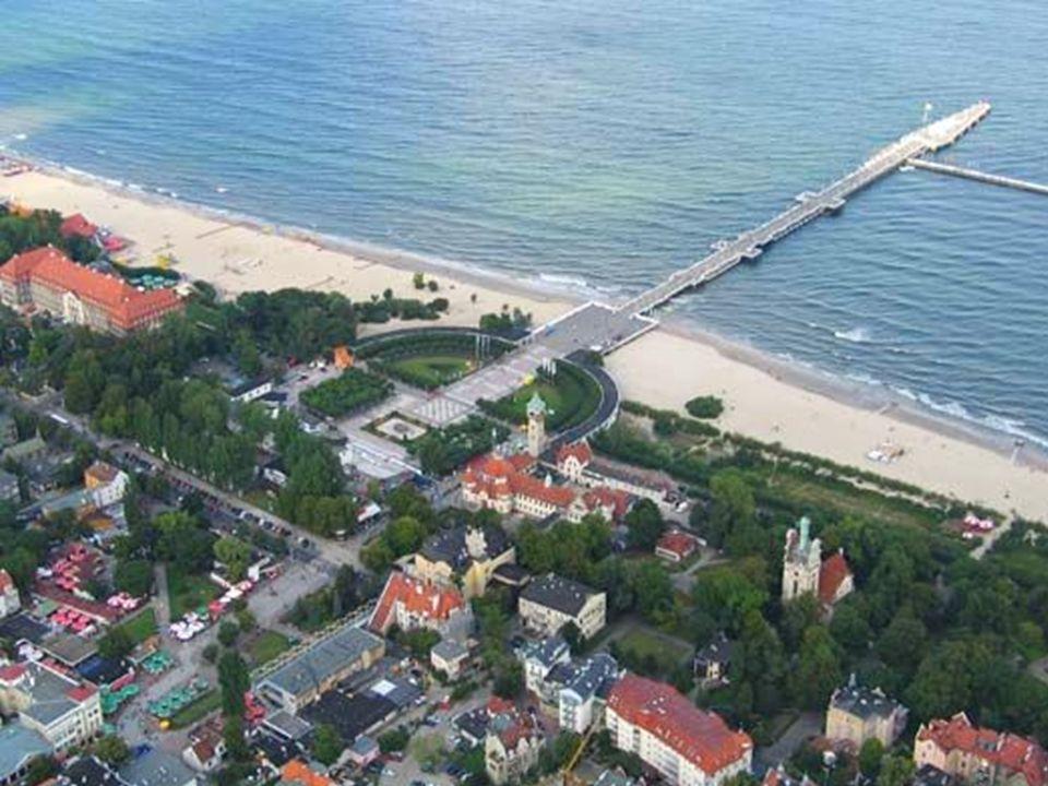 Sopot Sopot jest nadmorskim kurortem, miastem uzdrowiskowym, znanym z organizowanych tam od 1961r. W Operze Leśnej, konkursów piosenki SOPOT FESTIVAL.