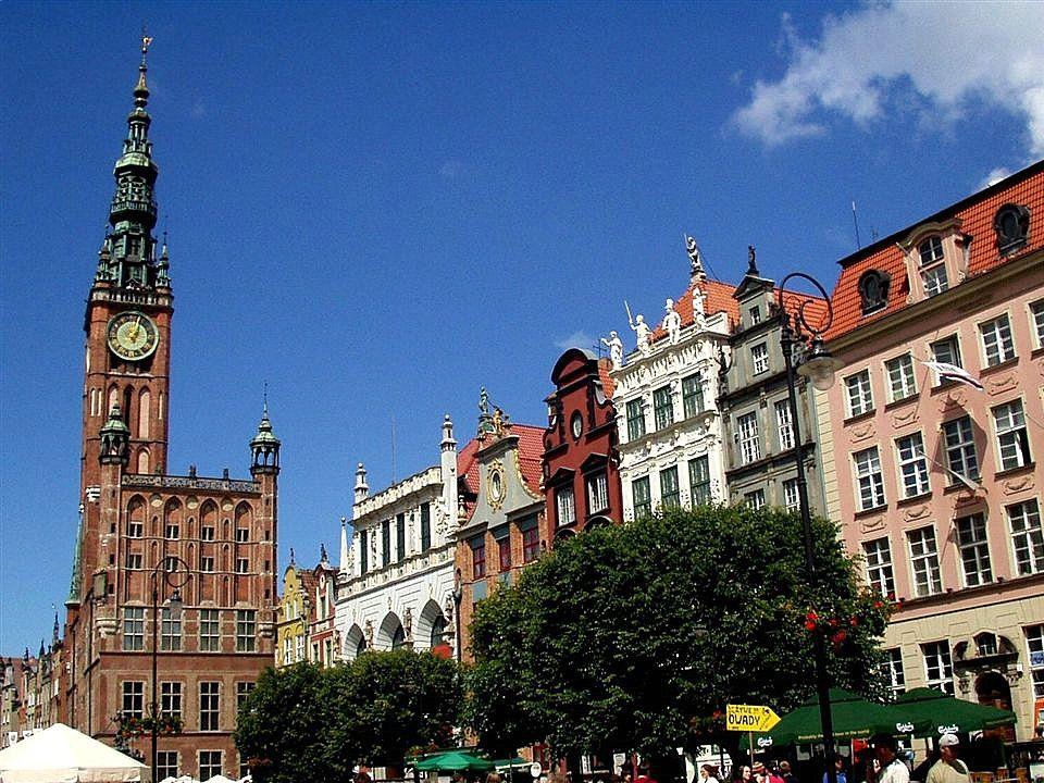 Gdańsk Gdańsk jest jednym z najstarszych miast Polski, o ponad tysiącletniej historii. Gdańsk posiada wartościowe zabytki architektury, działa w nim w