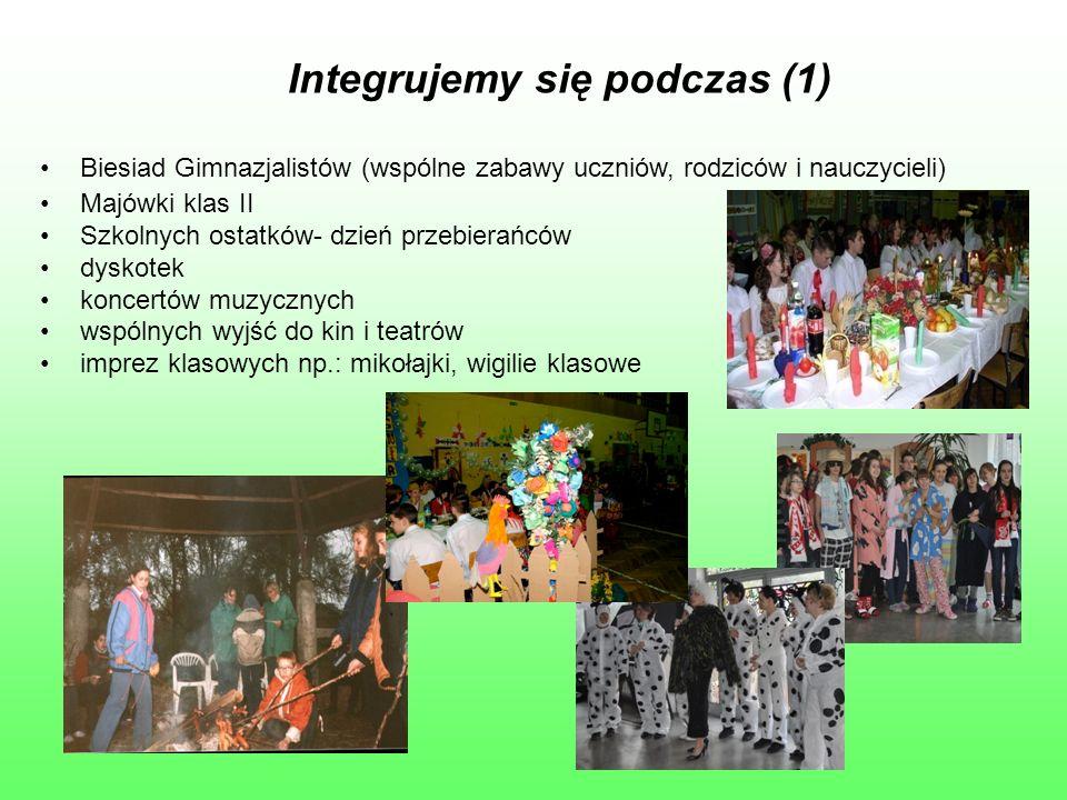 Integrujemy się podczas (1) Biesiad Gimnazjalistów (wspólne zabawy uczniów, rodziców i nauczycieli) Majówki klas II Szkolnych ostatków- dzień przebier