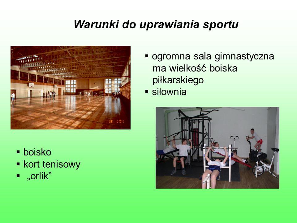 """Warunki do uprawiania sportu  ogromna sala gimnastyczna ma wielkość boiska piłkarskiego  siłownia  boisko  kort tenisowy  """"orlik"""""""