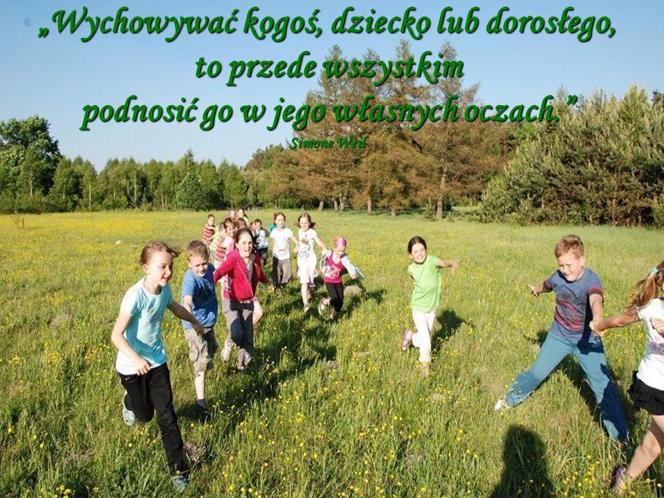 """""""Wychowywać kogoś, dziecko lub dorosłego, to przede wszystkim podnosić go w jego własnych oczach."""" Simone Weil"""