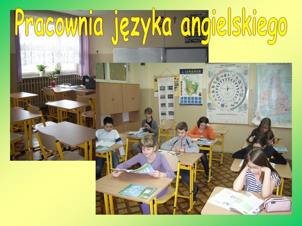 Odrębne pawilony dla uczniów klas IV-VI klas IV-VI i młodszych dzieci.