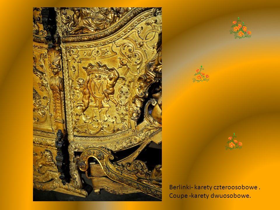 Kareta koronacyjna ma otwarte nadwozie w stylu włoskim, wyłożona jedwabiem i zdobiona barokowymi,drewnianymi posągami.