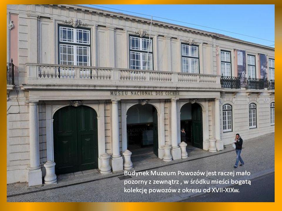 Budynek Muzeum Powozów jest raczej mało pozorny z zewnątrz, w śródku mieści bogatą kolekcję powozów z okresu od XVII-XIXw.
