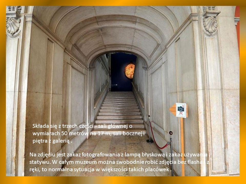 Składa się z trzech części - sali głównej o wymiarach 50 metrów na 17 m, sali bocznej i piętra z galerią.