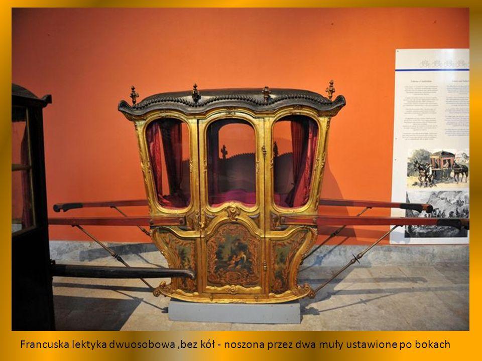 Jednoosobowa berlinka, pojazd religijny, używany w procesjach do przewozu figury Matki Boskiej.