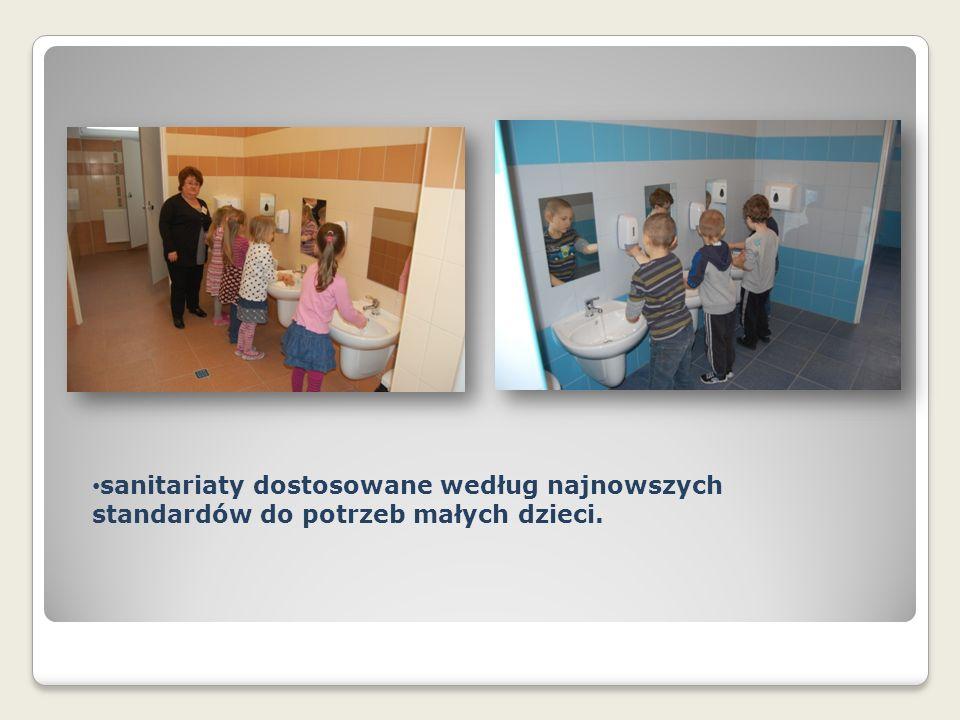 sanitariaty dostosowane według najnowszych standardów do potrzeb małych dzieci.
