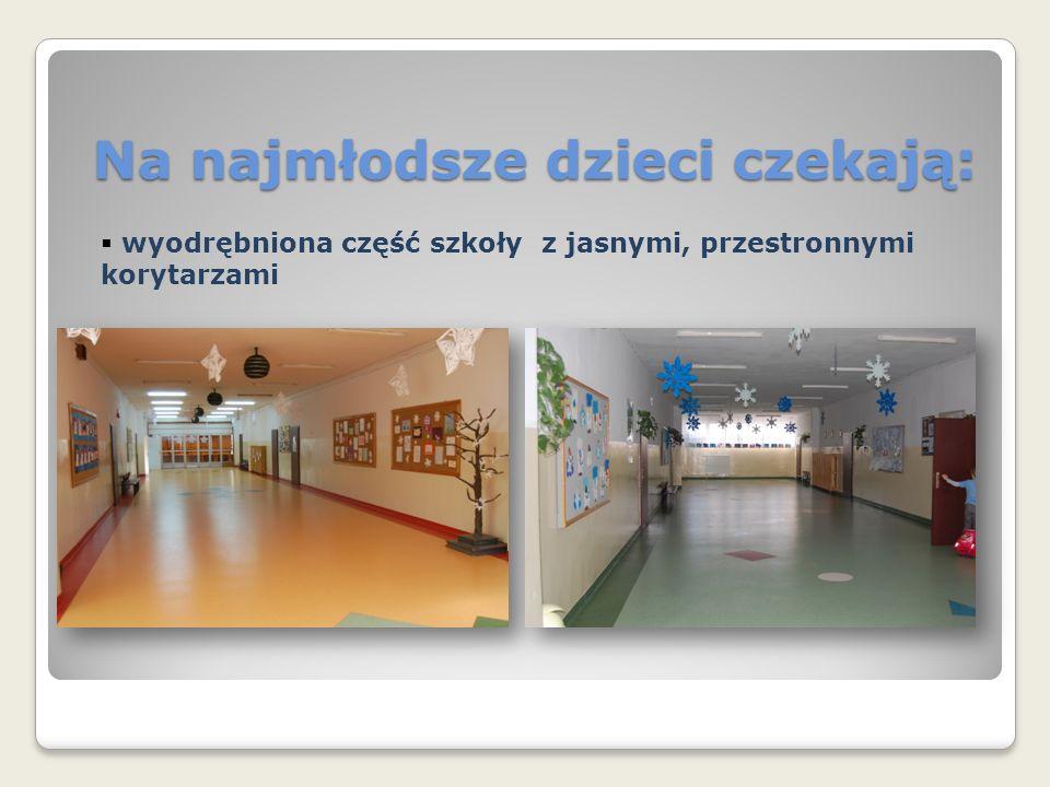 Na najmłodsze dzieci czekają:  wyodrębniona część szkoły z jasnymi, przestronnymi korytarzami