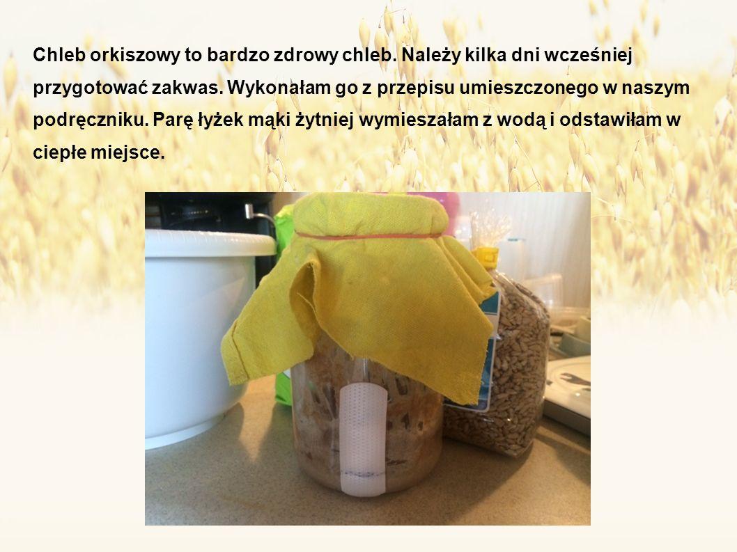 Chleb orkiszowy to bardzo zdrowy chleb. Należy kilka dni wcześniej przygotować zakwas.