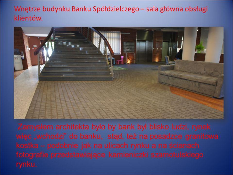 Wnętrze budynku Banku Spółdzielczego – sala główna obsługi klientów.