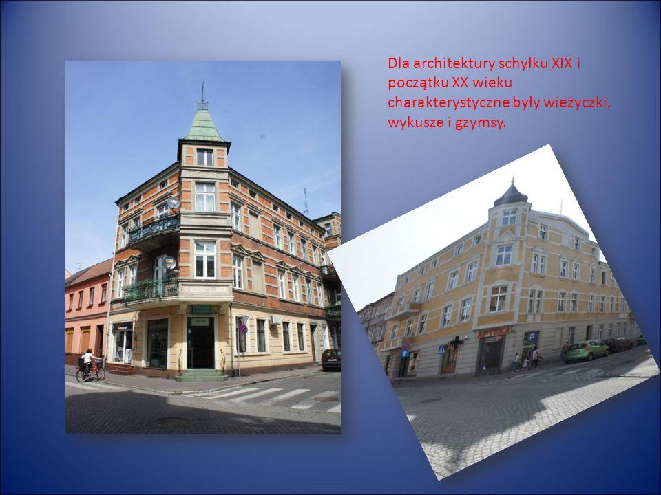 Dla architektury schyłku XIX i początku XX wieku charakterystyczne były wieżyczki, wykusze i gzymsy.
