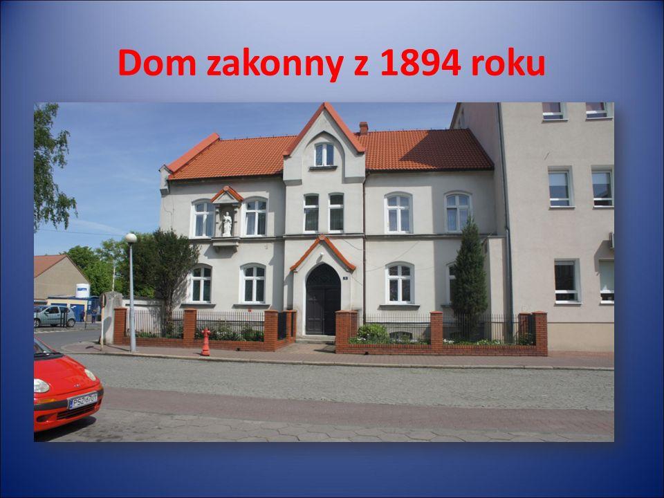 Dom zakonny z 1894 roku i szpital W roku 1894 Siostry Służebniczki Niepokalanego Poczęcia rozpoczęły budowę domu zakonnego i szpitala, Budowę obiektu ukończono w 1911 roku, Szpital został rozbudowany w późniejszych latach, Dom zakonny pozostał niezmieniony od początku swojego istnienia,