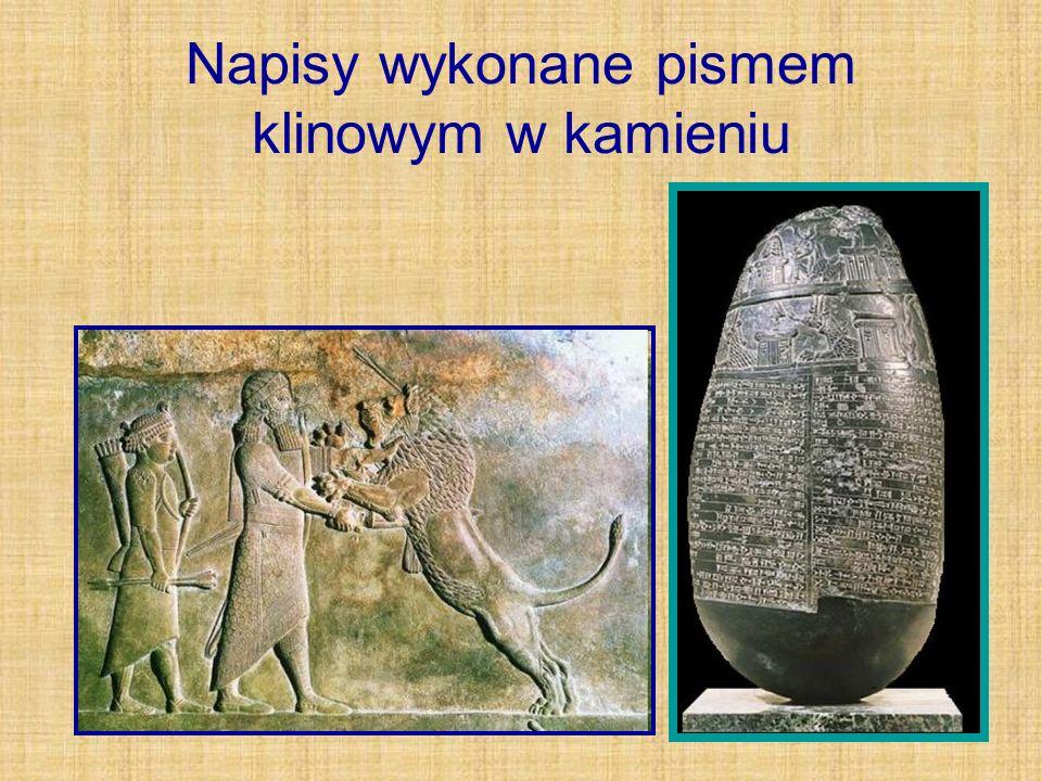 Napisy wykonane pismem klinowym w kamieniu
