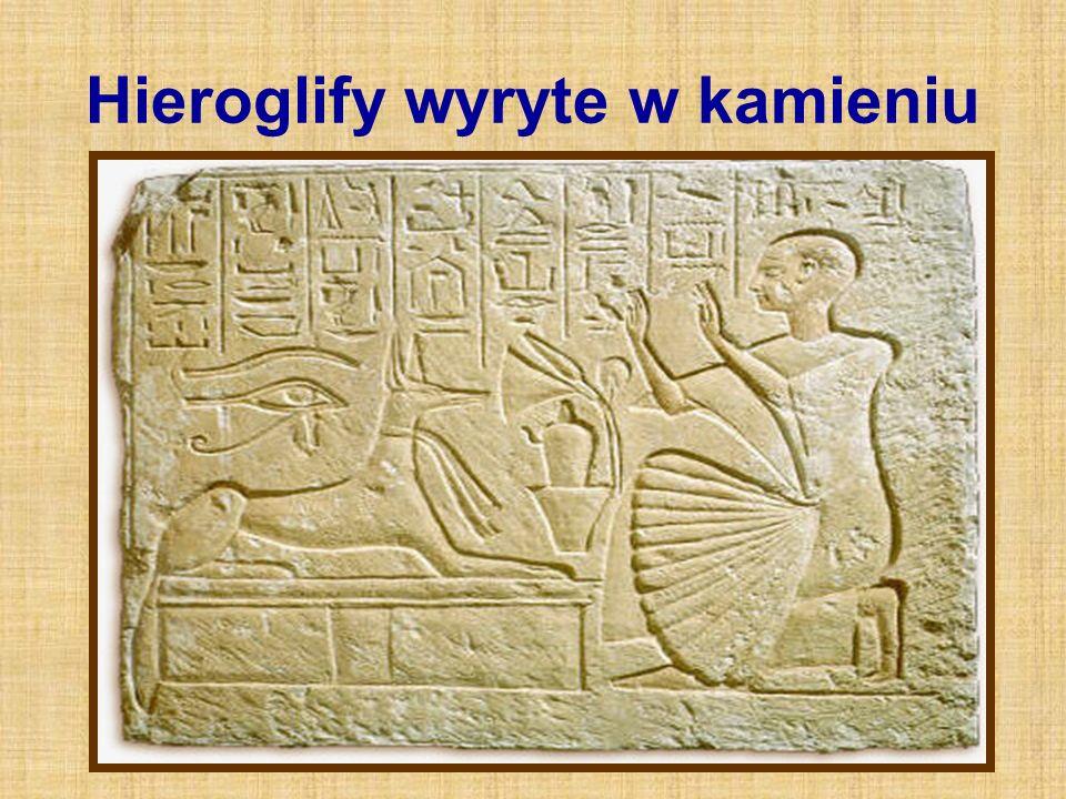 Hieroglify wyryte w kamieniu
