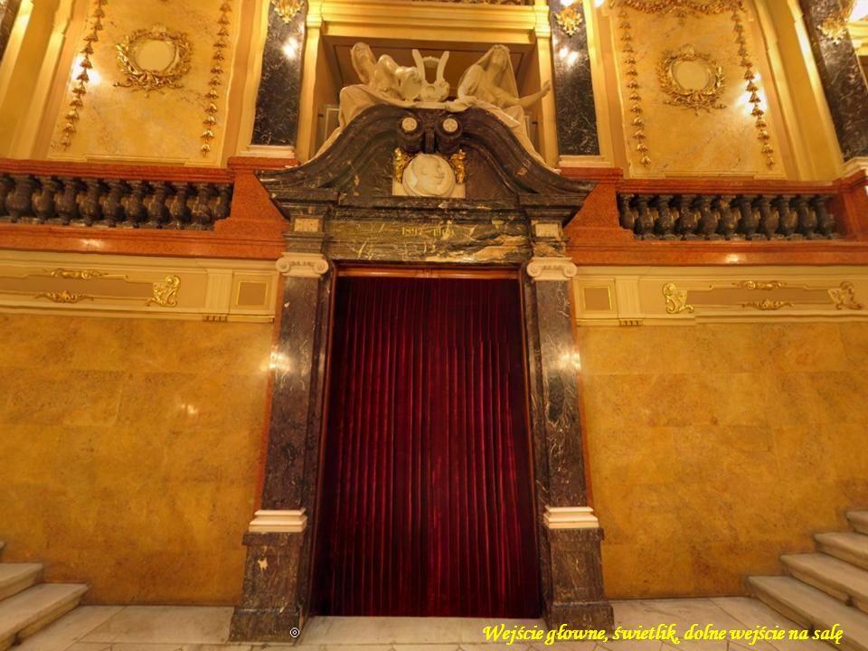 Wejście głowne, świetlik, dolne wejście na salę