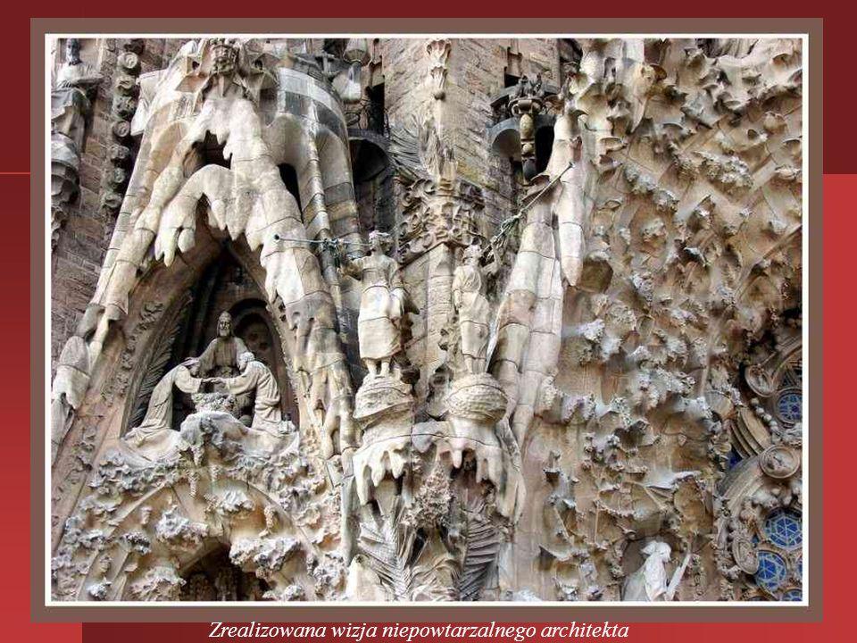 Najbardziej znana budowla Gaudiego to urastająca do symbolu Barcelony Sagrada Familia, czyli kościół Świętej Rodziny. Budowę rozpoczęto 120 lat temu i