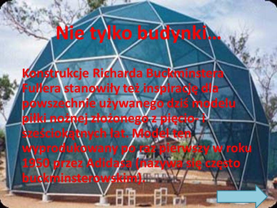 Nie tylko budynki… Konstrukcje Richarda Buckminstera Fullera stanowiły też inspirację dla powszechnie używanego dziś modelu piłki nożnej złożonego z pięcio- i sześciokątnych łat.