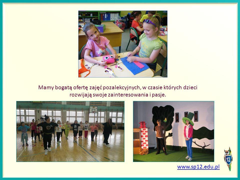 Mamy bogatą ofertę zajęć pozalekcyjnych, w czasie których dzieci rozwijają swoje zainteresowania i pasje.