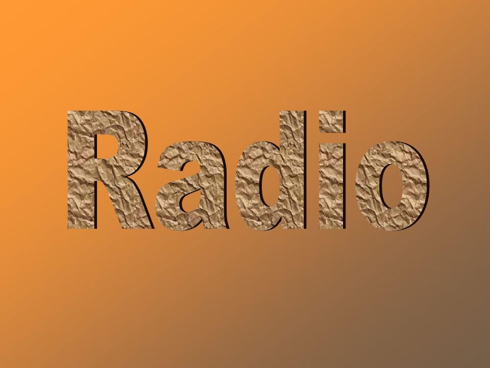 Historia radia Historia radia sięga końca XIX w., kiedy to niemiecki fizyk Heinrich Hertz odkrył fale elektromagnetyczne i zbudował pierwszą aparaturę do generowania i rejestracji tych fal.