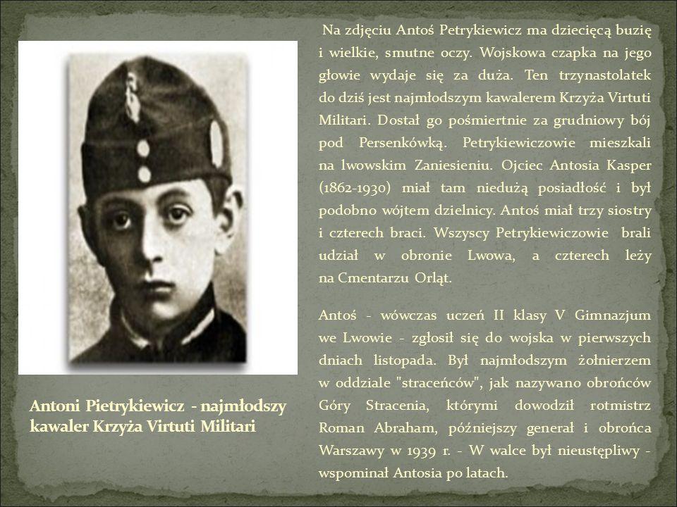 Na zdjęciu Antoś Petrykiewicz ma dziecięcą buzię i wielkie, smutne oczy.