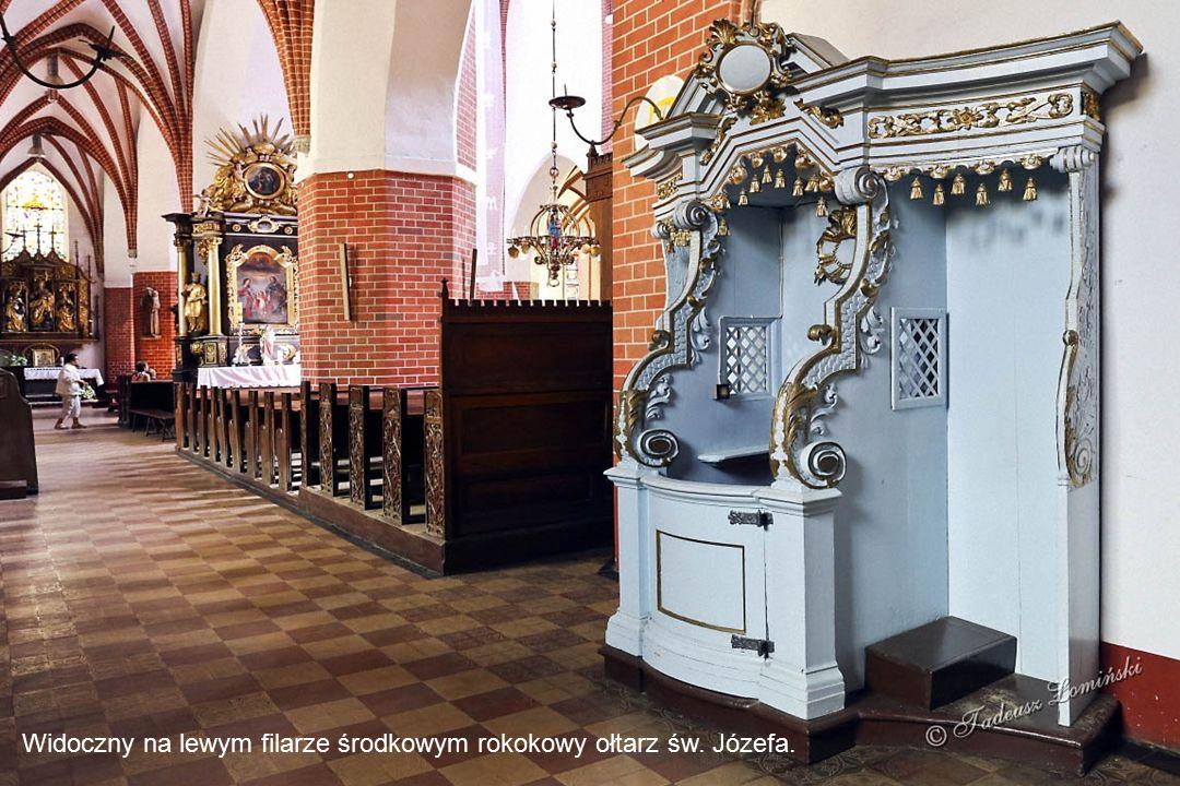 Ołtarz N.M.P. Różańcowej w stylu rokoko pochodzący z 1761 roku jest umieszczony na prawym filarze środkowym. Neogotycki ołtarz skrzydłowy Serca Pana J