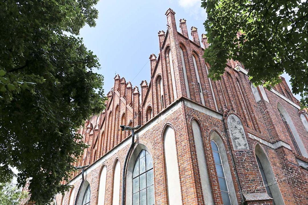 Kościół parafialny św. Jana Chrzciciela zbudowany w stylu gotyckim