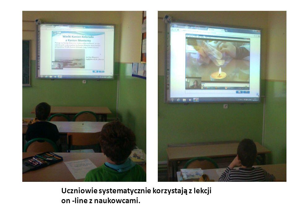 Uczniowie systematycznie korzystają z lekcji on -line z naukowcami.